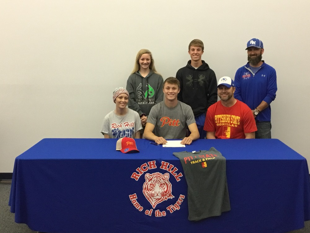 Querry Signs with Pitt
